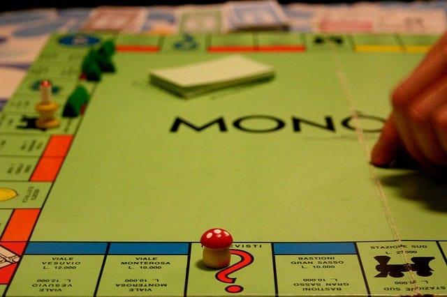 monopoli, abolito il contante, si gioca con le carte di credito
